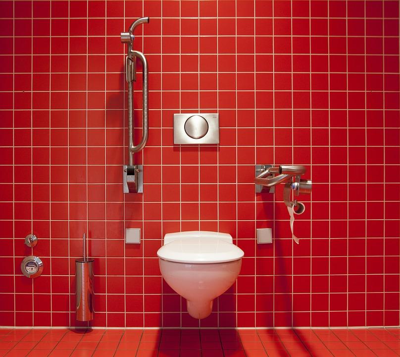 Débouchez vos conduits de toilettes avec une ventouse!