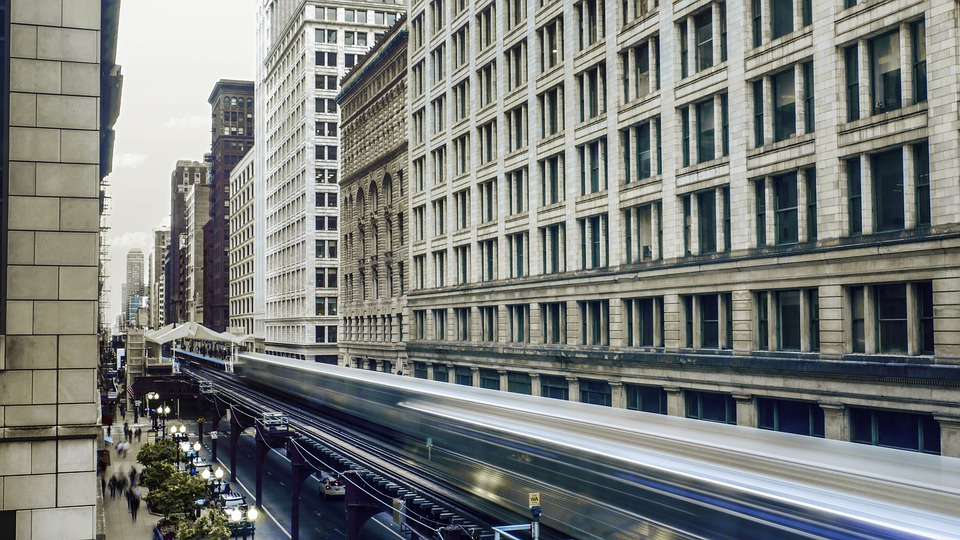 Train dans la ville